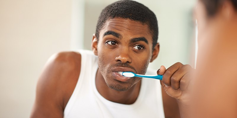 Do you brush your teeth in the Shower? This is why you should stop now!