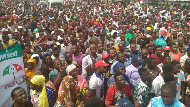 Thousands of PDP Supporters Defect To APC, 17 Travelers Die In Ghastly Crash…MORE